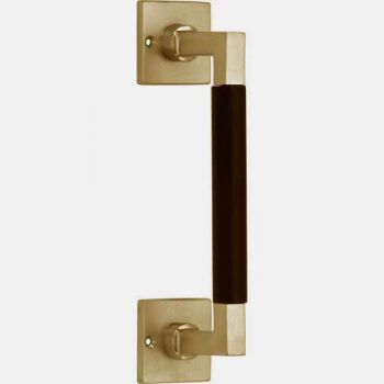 Deurgreep Bauhaus op vierkant rozet. messing getrommeld-ebben 182mm